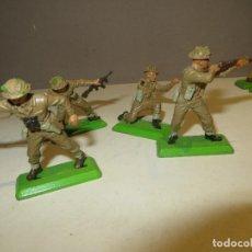 Figuras de Borracha e PVC: BRITAINS LOTE DE 4 SOLDADOS INGLESES 1971 EN MUY BUEN ESTADO,REGALADOS. Lote 167995656