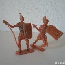 Figuras de Goma y PVC: JECSAN: LOTE 2 SOLDADOS ROMANOS TIPO OLIVER PECH REAMSA ROJAS Y MALARET ORIGINALES AÑOS 60/70. PTOY. Lote 153702806