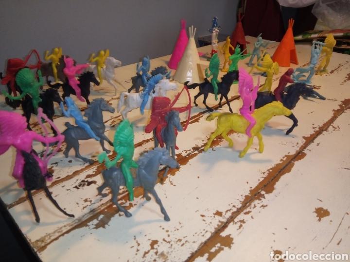 Figuras de Goma y PVC: Indios a caballo,a pie y tipis ¿comansi?(años 70) - Foto 2 - 168276418