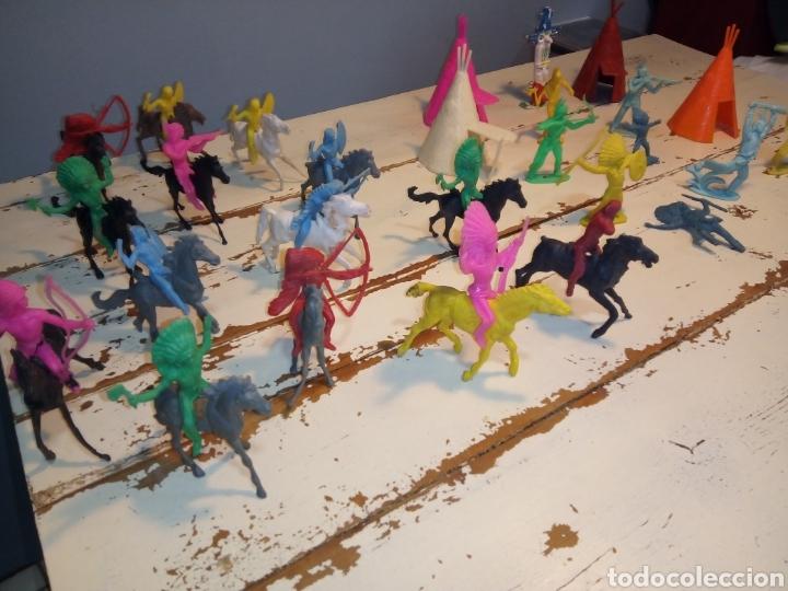Figuras de Goma y PVC: Indios a caballo,a pie y tipis ¿comansi?(años 70) - Foto 3 - 168276418