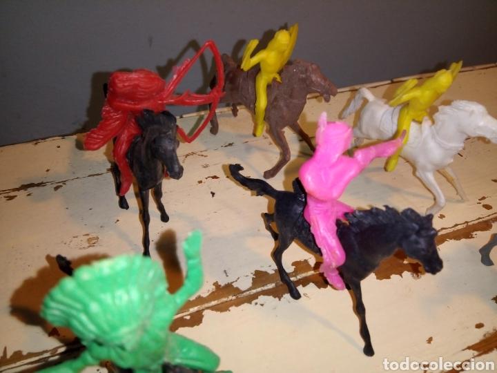 Figuras de Goma y PVC: Indios a caballo,a pie y tipis ¿comansi?(años 70) - Foto 4 - 168276418