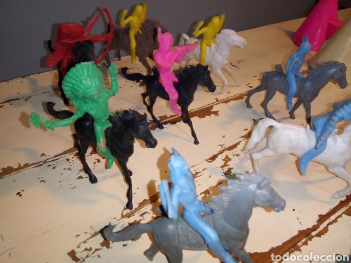 Figuras de Goma y PVC: Indios a caballo,a pie y tipis ¿comansi?(años 70) - Foto 5 - 168276418