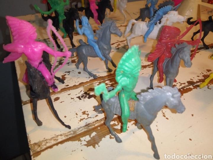 Figuras de Goma y PVC: Indios a caballo,a pie y tipis ¿comansi?(años 70) - Foto 6 - 168276418