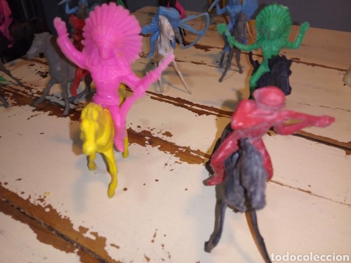 Figuras de Goma y PVC: Indios a caballo,a pie y tipis ¿comansi?(años 70) - Foto 7 - 168276418