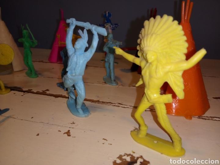Figuras de Goma y PVC: Indios a caballo,a pie y tipis ¿comansi?(años 70) - Foto 9 - 168276418