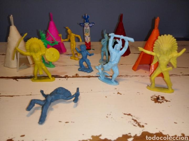 Figuras de Goma y PVC: Indios a caballo,a pie y tipis ¿comansi?(años 70) - Foto 13 - 168276418