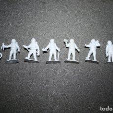Figuras de Goma y PVC: ASTRONAUTAS 8 FIGURAS DIFERENTES PLÁSTICO 5,5 CM. Lote 168282804