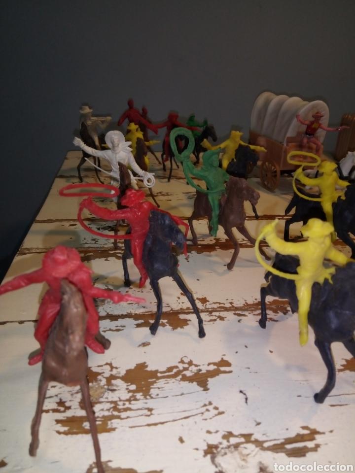 Figuras de Goma y PVC: Fuerte (fort apache), vaqueros a pie y a caballo ¿comansi?(años 70) - Foto 2 - 168286488