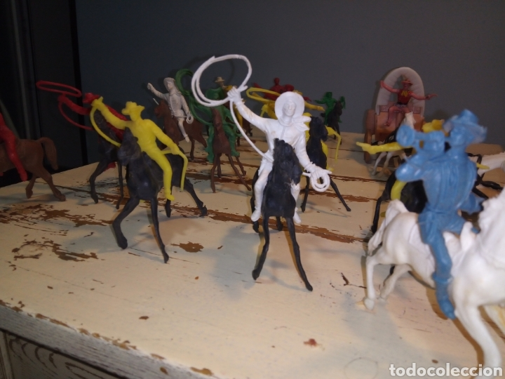 Figuras de Goma y PVC: Fuerte (fort apache), vaqueros a pie y a caballo ¿comansi?(años 70) - Foto 7 - 168286488