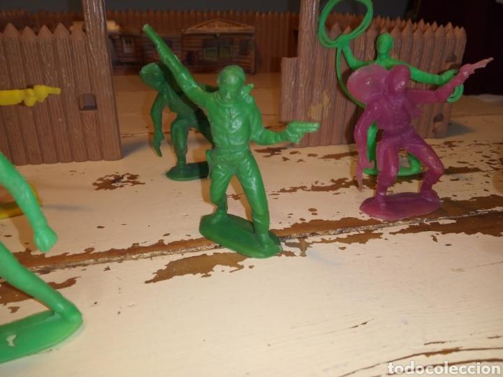 Figuras de Goma y PVC: Fuerte (fort apache), vaqueros a pie y a caballo ¿comansi?(años 70) - Foto 14 - 168286488