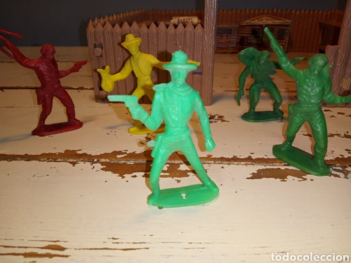 Figuras de Goma y PVC: Fuerte (fort apache), vaqueros a pie y a caballo ¿comansi?(años 70) - Foto 15 - 168286488