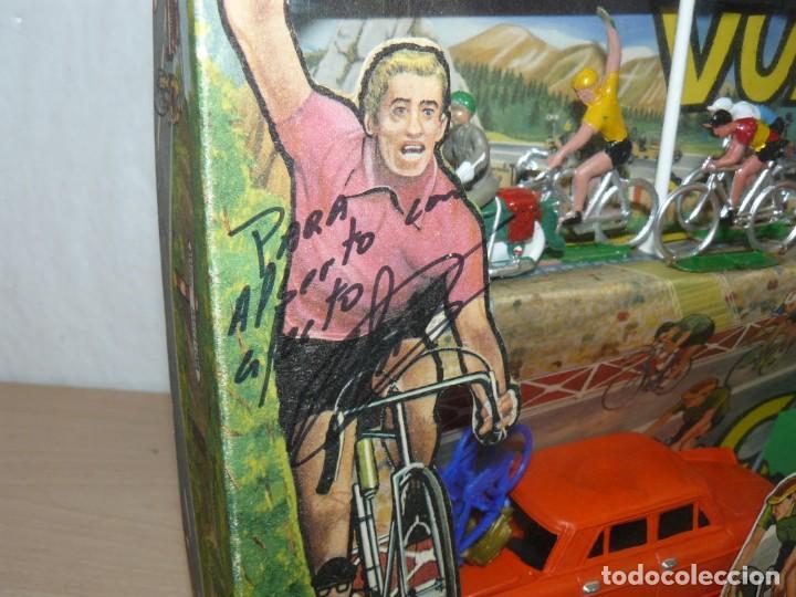 Figuras de Goma y PVC: Caja Vuelta Ciclista Mariano Sotorres FIRMADA por Roberto HERAS y Manolo SAIZ en el 2006 Tour Giro - Foto 2 - 168609500