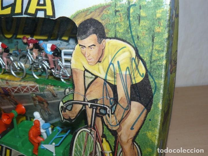 Figuras de Goma y PVC: Caja Vuelta Ciclista Mariano Sotorres FIRMADA por Roberto HERAS y Manolo SAIZ en el 2006 Tour Giro - Foto 3 - 168609500