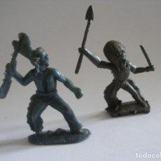 Figuras de Goma y PVC: DOS GUERRERO INDIO PLÁSTICO AÑOS 60 - 70. Lote 124842107