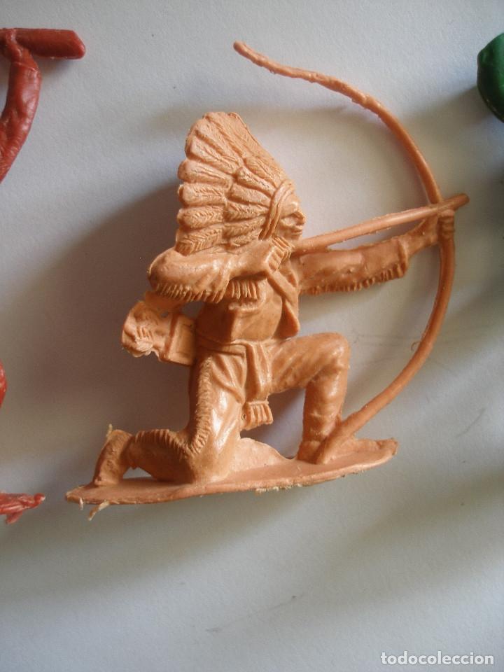 Figuras de Goma y PVC: Guerreros indios y vaquero plástico monocolor Comansi Reamsa años 70 - Foto 3 - 139826050
