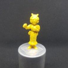 Figuras de Goma y PVC: FIGURA DUNKIN SERIE LUCKY LUKE MAESTRA PROFESORA DE ESCUELA AMARILLO. Lote 168806148