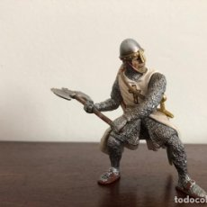 Figuras de Goma y PVC: SCHLEICH. GUERRERO TEMPLARIO CON HACHA. Lote 169461736