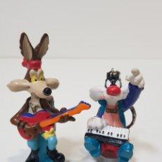 Figuras de Goma y PVC: LOTE 2 LLAVEROS AÑOS 90 / WARNER BROS / COYOTE Y SILVESTRE / LLAVERO FIGURAS DE GOMA Y PVC. Lote 170039277