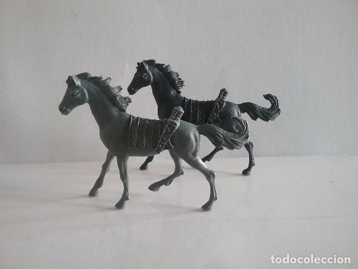 LOTE FIGURAS COMANSI OESTE 2 CABALLOS INDIOS MONOCOLOR (NEGRO Y GRIS) AÑOS 70. PTOY (Juguetes - Figuras de Goma y Pvc - Comansi y Novolinea)