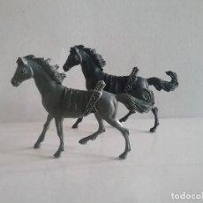 Figuras de Goma y PVC: LOTE FIGURAS COMANSI OESTE 2 CABALLOS INDIOS MONOCOLOR (NEGRO Y GRIS) AÑOS 70. PTOY. Lote 170193952