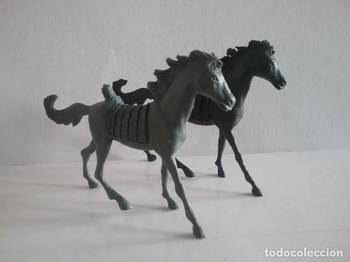 Figuras de Goma y PVC: LOTE FIGURAS COMANSI OESTE 2 CABALLOS INDIOS MONOCOLOR (NEGRO Y GRIS) AÑOS 70. PTOY - Foto 2 - 170193952