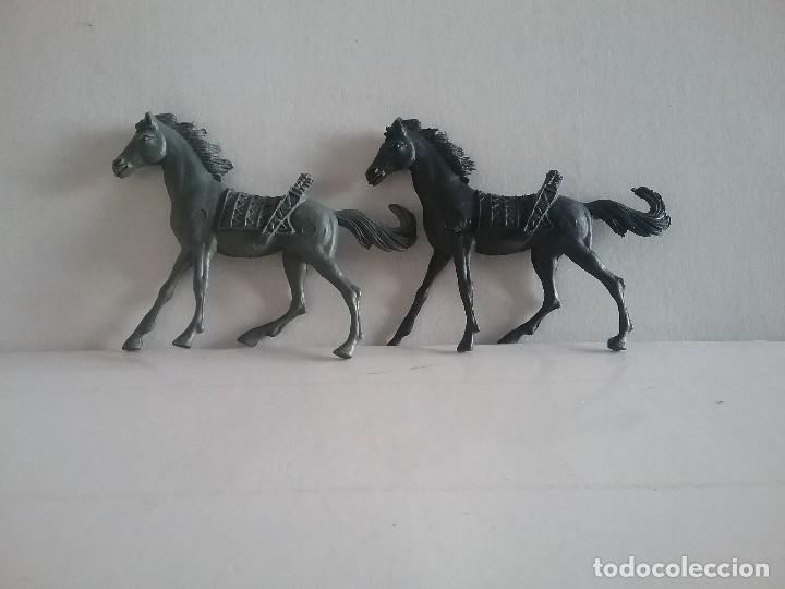 Figuras de Goma y PVC: LOTE FIGURAS COMANSI OESTE 2 CABALLOS INDIOS MONOCOLOR (NEGRO Y GRIS) AÑOS 70. PTOY - Foto 5 - 170193952