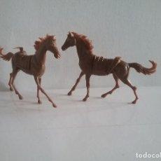 Figuras de Goma y PVC: COMANSI: LOTE OESTE DE 2 CABALLOS MARRONES INDIOS 2ª ÉPOCA AÑOS 70 MONOCOLOR. ANIMALES NUEVOS. PTOY. Lote 41269413