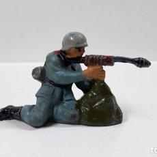 Figuras de Goma y PVC: SOLDADO ALEMAN . REALIZADO POR PECH . AÑOS 50 EN GOMA. Lote 170309656