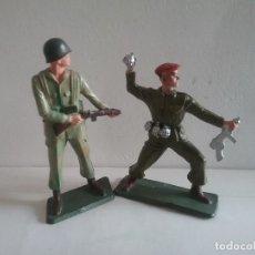 Figuras de Goma y PVC: 2 FIGURAS STARLUX COMANDO Y SOLDADO BOINA ROJA O PARACAIDISTA MADE IN FRANCE ORIGINAL AÑOS 70. PTOY. Lote 118458967