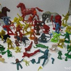 Figuras de Goma y PVC: LOTE FIGURAS DE PLÁSTICO, OESTE, INDIOS, VAQUEROS, COWBOYS, SOLDADOS, SIN PINTAR, ALGUNOS COMANSI. Lote 170404478