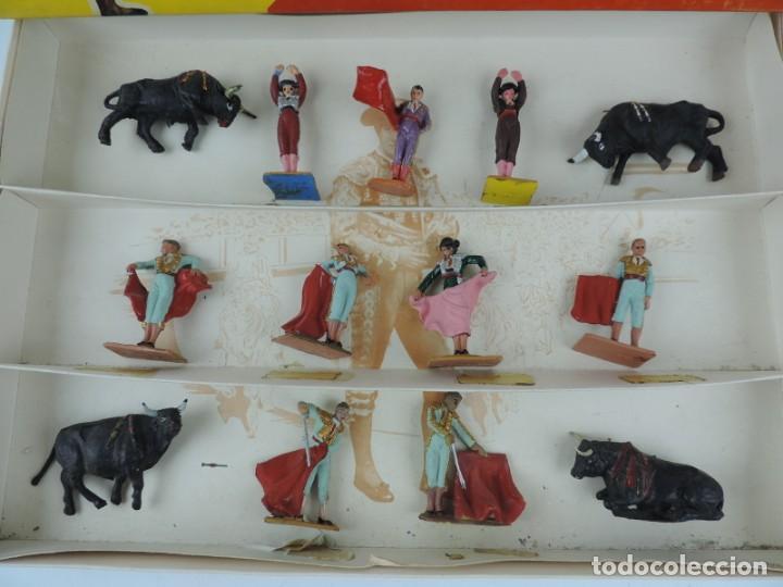 Figuras de Goma y PVC: TOROS Y TOREROS. MARCA PECH. AÑOS 60. BONITA CAJA DE TOROS Y TOREROS. REALIZADOS EN PLASTICO Y PINTA - Foto 3 - 170486652