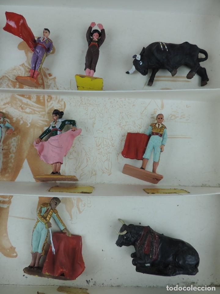 Figuras de Goma y PVC: TOROS Y TOREROS. MARCA PECH. AÑOS 60. BONITA CAJA DE TOROS Y TOREROS. REALIZADOS EN PLASTICO Y PINTA - Foto 5 - 170486652