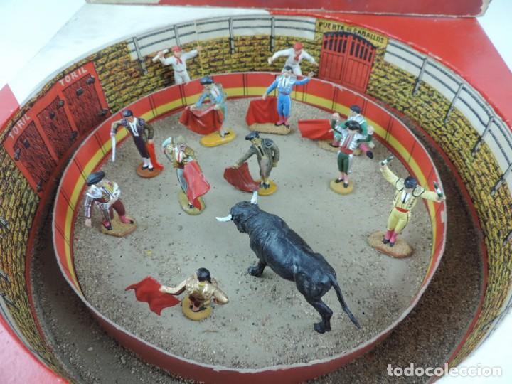 Figuras de Goma y PVC: ANTIGUA PLAZA DE TOROS DE TEIXIDO CON 13 FIGURAS DE GOMA, TORERO, BANDERILLERO, TORO, ETC.., LA TAP - Foto 2 - 170487820