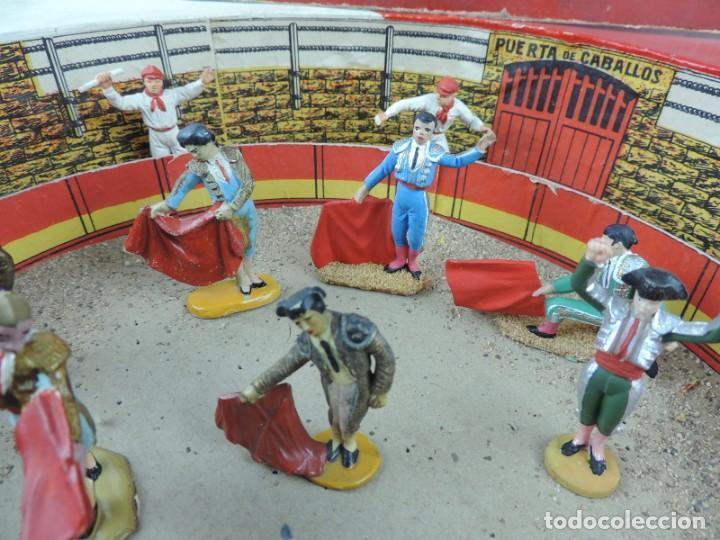 Figuras de Goma y PVC: ANTIGUA PLAZA DE TOROS DE TEIXIDO CON 13 FIGURAS DE GOMA, TORERO, BANDERILLERO, TORO, ETC.., LA TAP - Foto 3 - 170487820