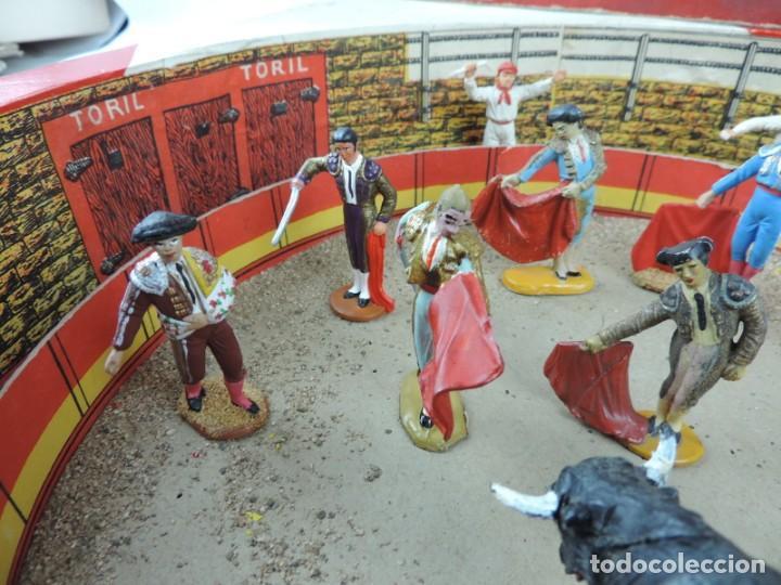 Figuras de Goma y PVC: ANTIGUA PLAZA DE TOROS DE TEIXIDO CON 13 FIGURAS DE GOMA, TORERO, BANDERILLERO, TORO, ETC.., LA TAP - Foto 4 - 170487820