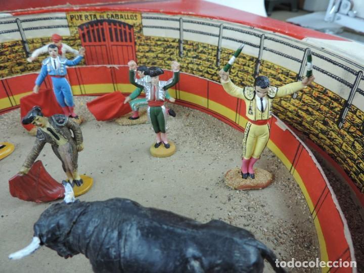 Figuras de Goma y PVC: ANTIGUA PLAZA DE TOROS DE TEIXIDO CON 13 FIGURAS DE GOMA, TORERO, BANDERILLERO, TORO, ETC.., LA TAP - Foto 5 - 170487820