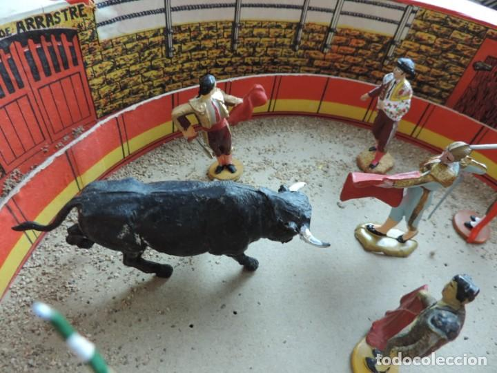 Figuras de Goma y PVC: ANTIGUA PLAZA DE TOROS DE TEIXIDO CON 13 FIGURAS DE GOMA, TORERO, BANDERILLERO, TORO, ETC.., LA TAP - Foto 6 - 170487820