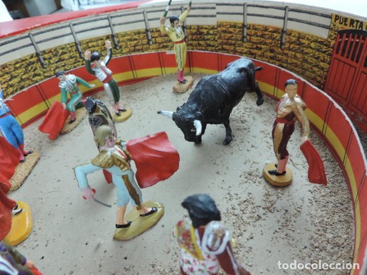 Figuras de Goma y PVC: ANTIGUA PLAZA DE TOROS DE TEIXIDO CON 13 FIGURAS DE GOMA, TORERO, BANDERILLERO, TORO, ETC.., LA TAP - Foto 7 - 170487820