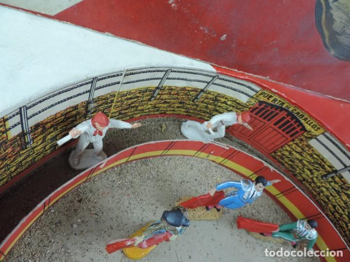 Figuras de Goma y PVC: ANTIGUA PLAZA DE TOROS DE TEIXIDO CON 13 FIGURAS DE GOMA, TORERO, BANDERILLERO, TORO, ETC.., LA TAP - Foto 8 - 170487820