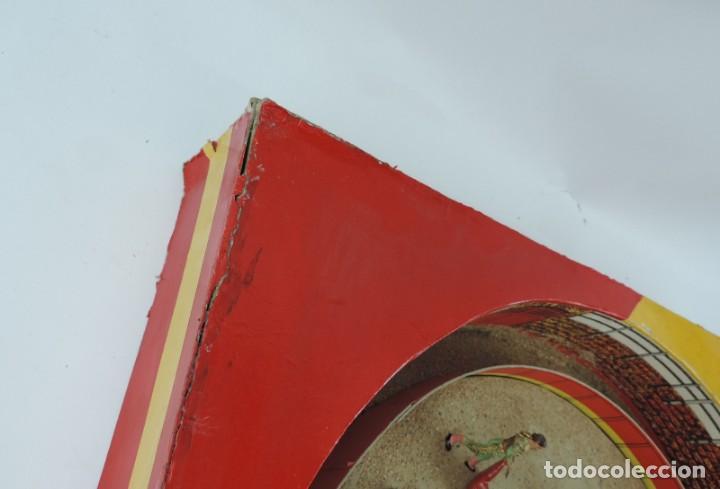 Figuras de Goma y PVC: PLAZA DE TOROS DE TEIXIDO CON 15 FIGURAS DE GOMA, TORERO, MOZO, TORO, ETC.., LA CAJA ES LA MAS GRAN - Foto 8 - 170488744