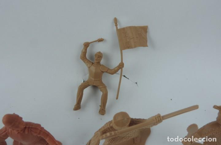 Figuras de Goma y PVC: 7 FIGURAS DE REAMSA, SERIE HERNÁN CORTÉS, CONQUISTADORES Y AZTECAS, REALIZADOS EN PLASTICO, MIDEN 8 - Foto 4 - 170495440