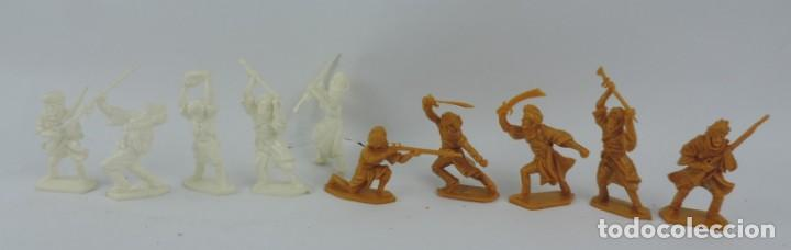 10 FIGURAS DE PLASTICO DEL EJERCITO INDIO, EN LA BASE HARVEY SERIES, LONE STAR, MADE IN GREAT BRITAI (Juguetes - Figuras de Goma y Pvc - Otras)