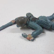 Figuras de Goma y PVC: SOLDADO ALEMAN REPTANDO . REALIZADO POR PECH . AÑOS 50 EN GOMA. Lote 170523072