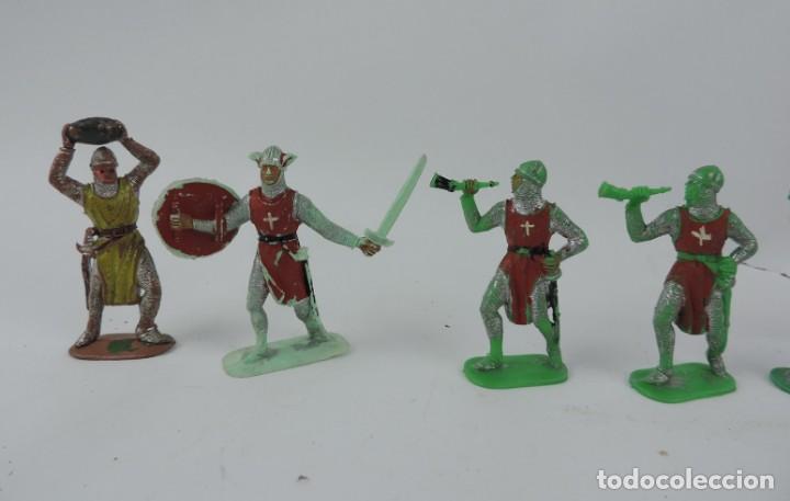 Figuras de Goma y PVC: 6 FIGURAS MEDIEVALES REALIZADAS EN PLASTICO, CRUZADOS, JECSAN, REAMSA?, MIDE 7 CMS DE ALTO. - Foto 2 - 170581725