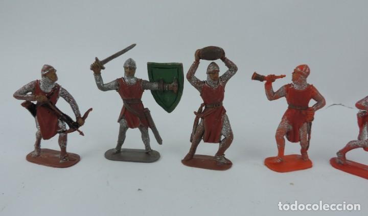 Figuras de Goma y PVC: 7 FIGURAS MEDIEVALES REALIZADAS EN PLASTICO, CRUZADOS, JECSAN, REAMSA?, MIDE 7 CMS DE ALTO. - Foto 2 - 170581910