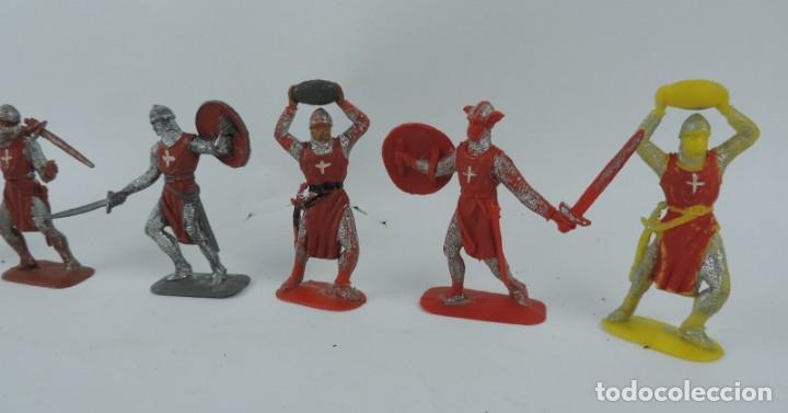 Figuras de Goma y PVC: 7 FIGURAS MEDIEVALES REALIZADAS EN PLASTICO, CRUZADOS, JECSAN, REAMSA?, MIDE 7 CMS DE ALTO. - Foto 2 - 170581960