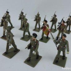 Figuras de Goma y PVC: 12 SOLDADOS BATALLON DE PARACAIDISTAS ESPAÑOLES DESFILANDO DE REAMSA, GOMARSA, SOLDIS 70. REALIZADOS. Lote 170660260