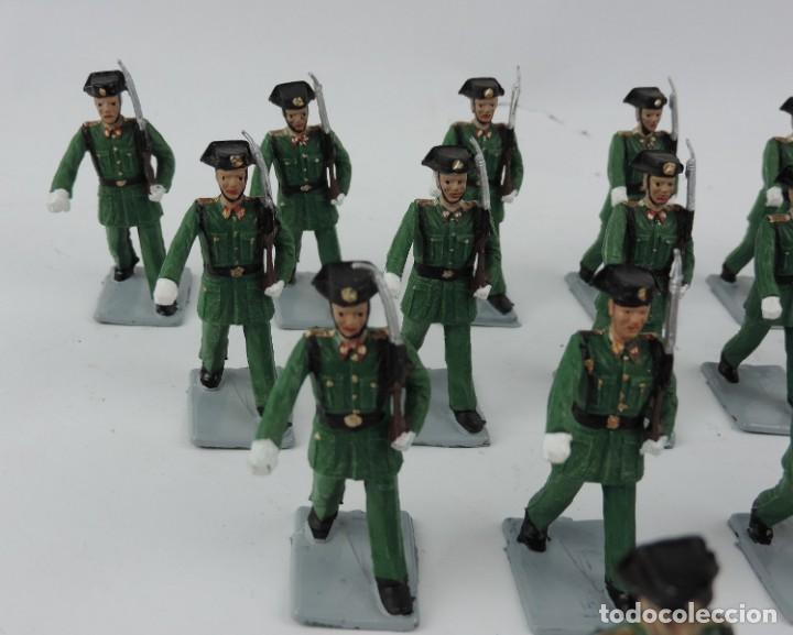 Figuras de Goma y PVC: 17 SOLDADOS DEL DESFILE DE LA GUARDIA CIVIL, REAMSA, GOMARSA, SOLDIS 70. REALIZADOS EN PLASTICO. - Foto 4 - 170663850