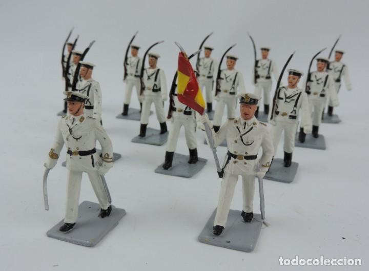 Figuras de Goma y PVC: 14 SOLDADOS DEL DESFILE DE MARINA DE GUERRA, REAMSA, GOMARSA, SOLDIS 70. REALIZADOS EN PLASTICO. - Foto 2 - 170665775