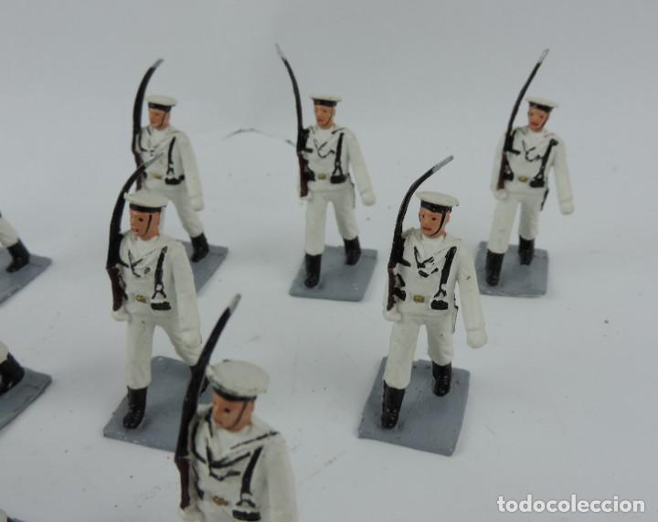 Figuras de Goma y PVC: 14 SOLDADOS DEL DESFILE DE MARINA DE GUERRA, REAMSA, GOMARSA, SOLDIS 70. REALIZADOS EN PLASTICO. - Foto 5 - 170665775